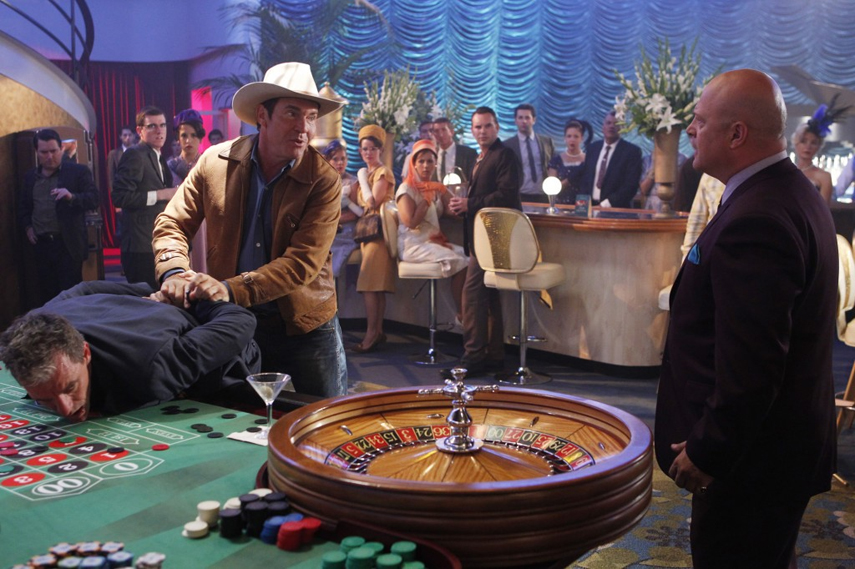 Vegas Dennis Quaid Michael Chiklis CBS